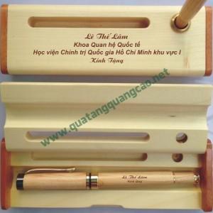 Bút gỗ khắc tên chữ hình 6